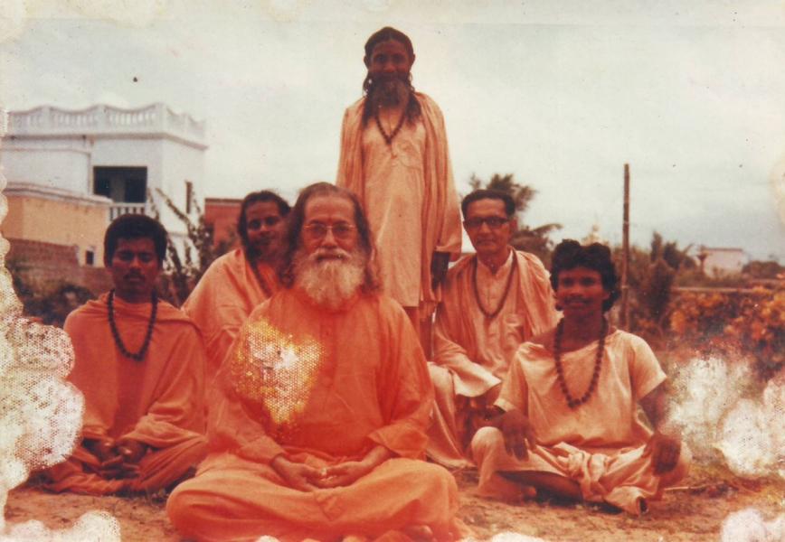 Hariharananda, Prabhuji and others - Karar Ashram, Puri