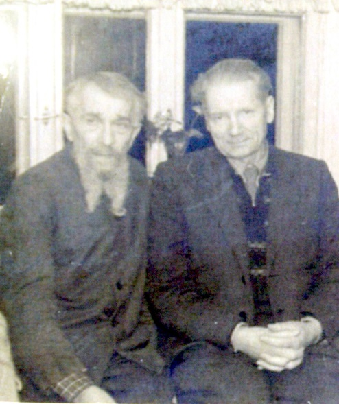 Jānis Veselis kopā ar Finku 50-to gadu otrajā pusē. Pēc slavenā gaišreģa atgriešanās no izsūtījuma Jānis Veselis bija tas cilvēks, kas pieņēma Finku dzīvot savās mājās (foto no Maigoņa Ērika Ābola personīgā arhīva)